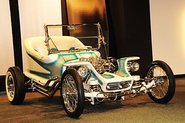 petersen_automotive_museum_1959_outlaw_ed_big_daddy_roth-7.jpg